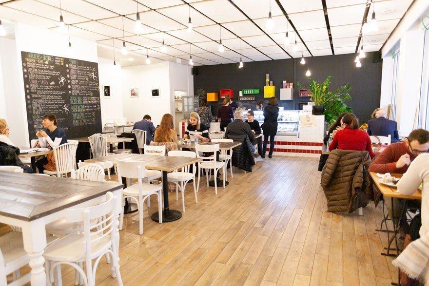 Contact: Restaurant in Mundo-J