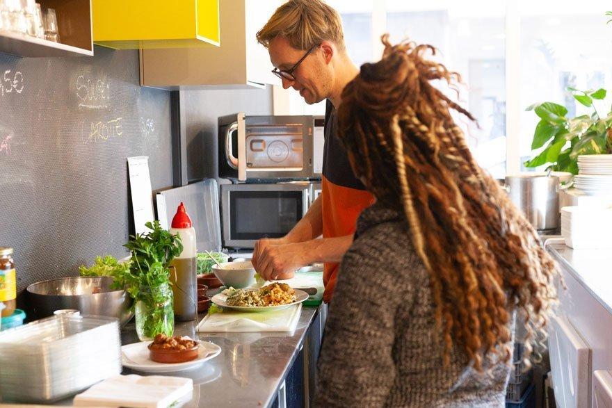 Restaurant à Mundo-J: Une pause midi dans le quartier Européen